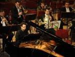 "Tamás Csurgó alla guida dell'Orchestra Sinfonica MÁV  mentre esegue ""Ricercare"" di Francesco Marino"