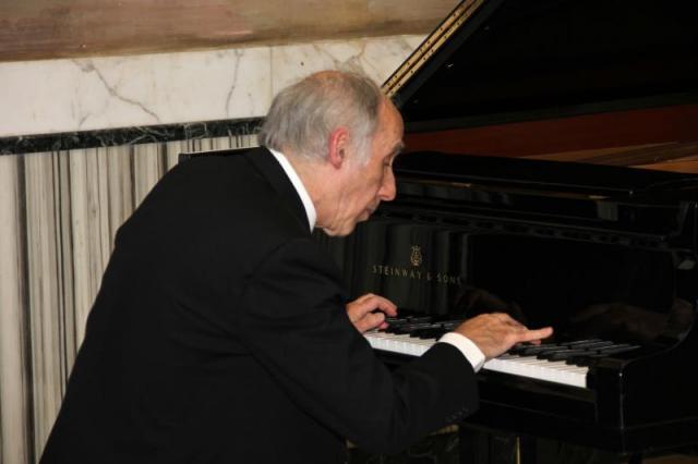 """il M° Bruno Canino nell'interpretazione dello """"Scherzo e Marcia"""" di Franz Liszt"""
