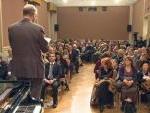 """pubblico nella """"Sala Liszt"""" dell'Accademia d'Ungheria in Roma"""