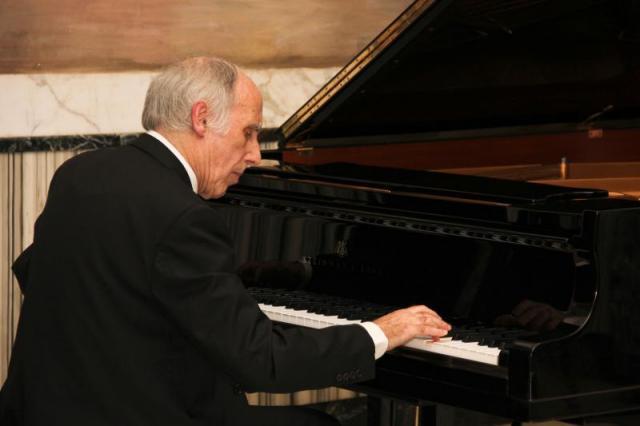 """il M° Bruno Canino esegue """"Raggi d'acquario"""" del compositore Francesco Marino"""